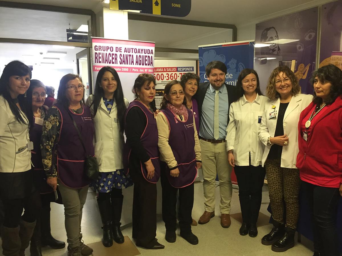 Autoridades en el Cesfam Violeta Parra actividades de prevención mes cáncer de mama