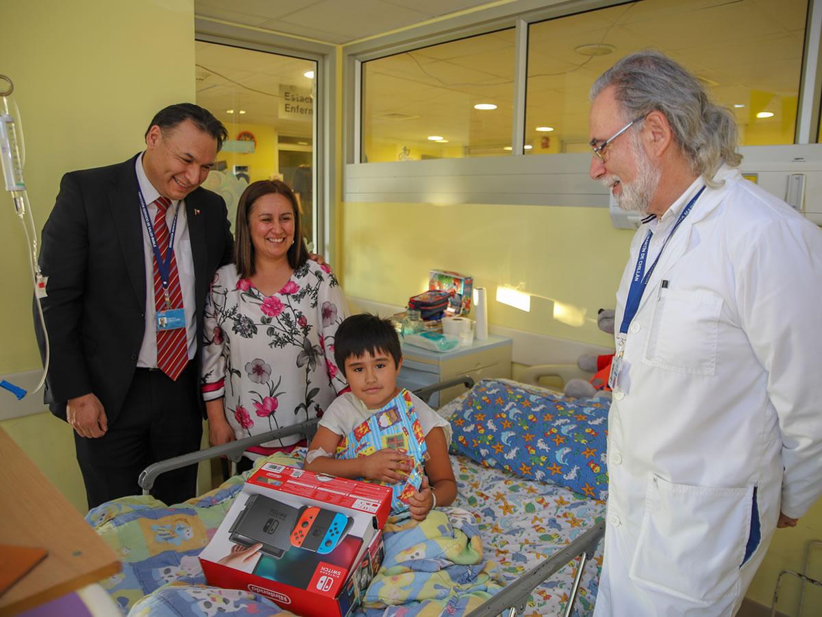 Director del Servicio de Salud Ñuble visitó el Hospital de Chillán en Navidad