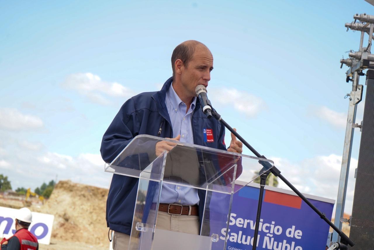 Intendente Arrau en la ceremonia de inicio del nuevo hospital de ñuble