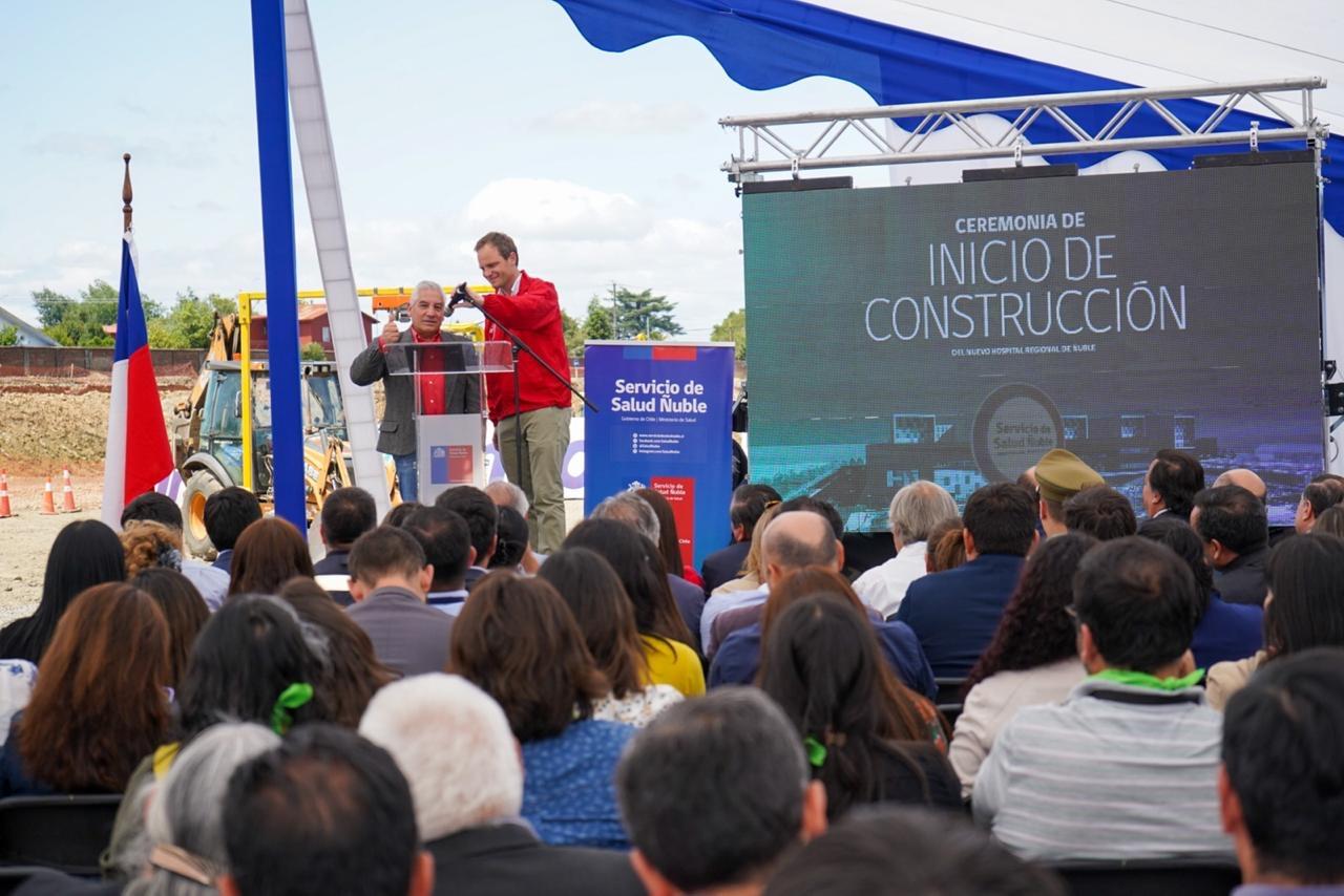 subsecretario en el inicio de la construcción del nuevo hospital regional de ñuble